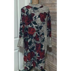 [Chelsea & Theodore] Rose Print Bell Sleeve Dress